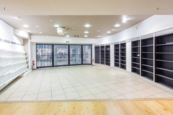 Oracle L12, interior