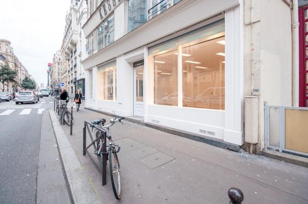 Boutique d'angle à Beaubourg