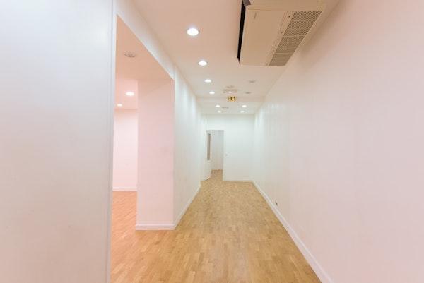 Grand Showroom Sentier
