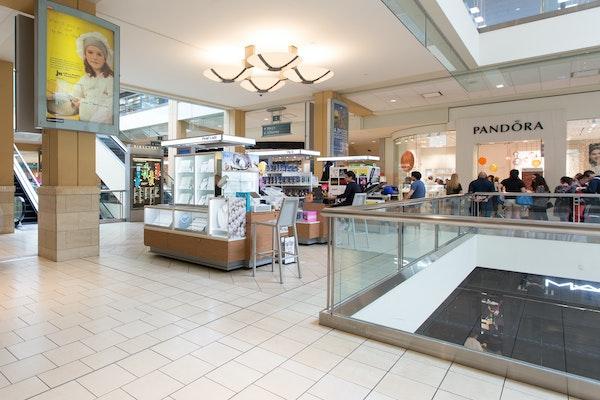 Queens Center - Well-placed Open Shop