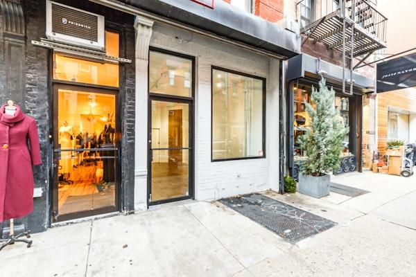 Elizabeth Street – The White Boutique