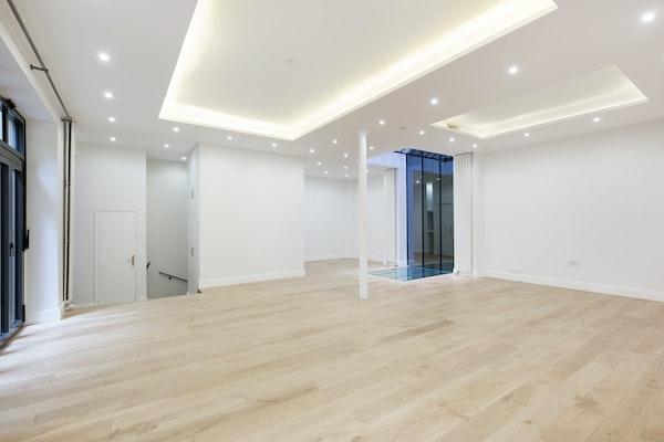 Showroom duplex de l'Hôtel de Pologne