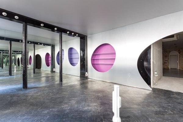 Showroom futuriste du Temple
