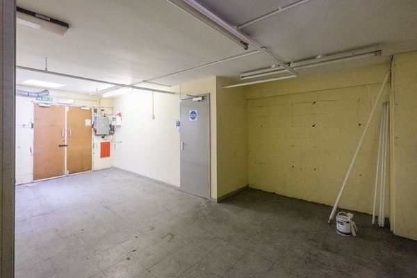 Rowland Hill Shopping Centre - Unit 8